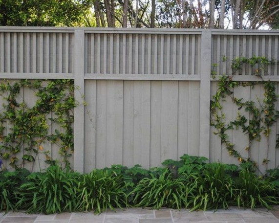 Amazing Farmhouse Privacy Fence to Perfect Your Backyard 39