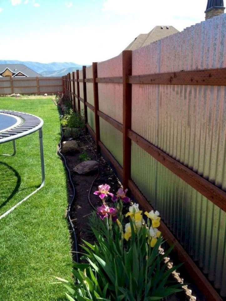 Amazing Farmhouse Privacy Fence to Perfect Your Backyard 51