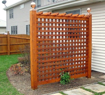 Amazing Farmhouse Privacy Fence to Perfect Your Backyard 56