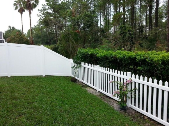 Amazing Farmhouse Privacy Fence to Perfect Your Backyard 58
