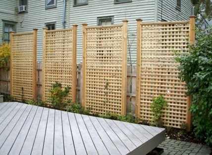 Amazing Farmhouse Privacy Fence to Perfect Your Backyard 65