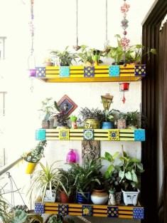 Basic Exterior Wall Into an Elegant Vertical Garden to Perfect Your Garden 04