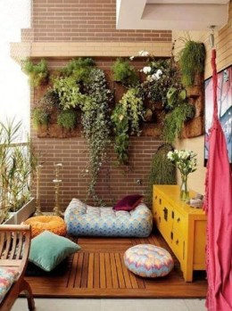Basic Exterior Wall Into an Elegant Vertical Garden to Perfect Your Garden 06
