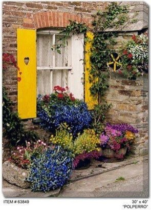 Basic Exterior Wall Into an Elegant Vertical Garden to Perfect Your Garden 35