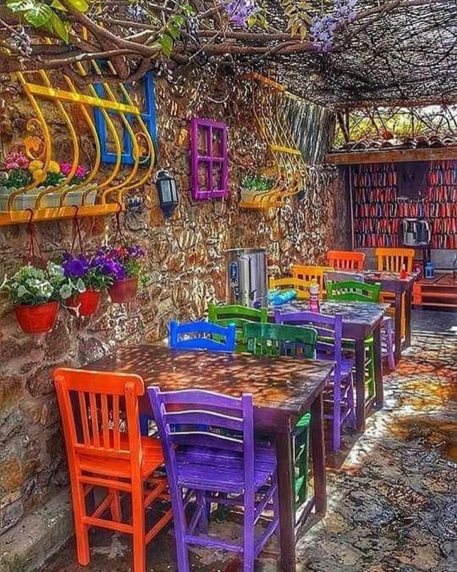 Basic Exterior Wall Into an Elegant Vertical Garden to Perfect Your Garden 37