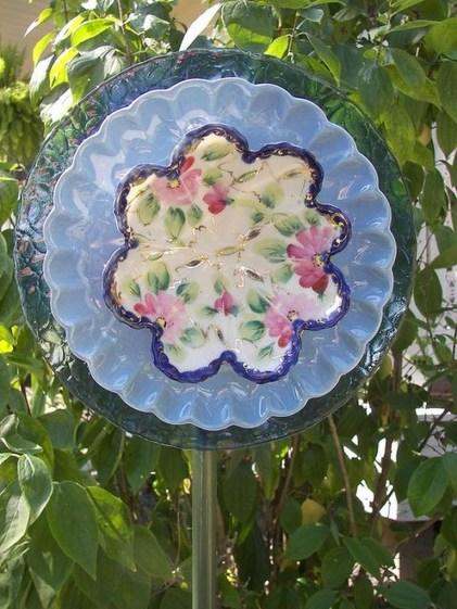 Beautiful DIY Mosaic Ideas To Beautify Your Garden 01