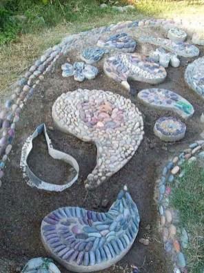 Beautiful DIY Mosaic Ideas To Beautify Your Garden 21