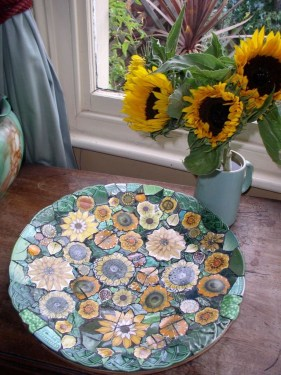 Beautiful DIY Mosaic Ideas To Beautify Your Garden 22