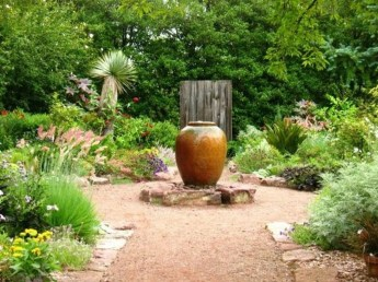 Clever Gardening Ideas with Low Maintenance 29
