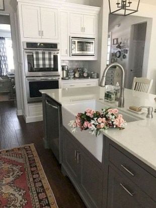 Cool Farmhouse Kitchen Decor Ideas On a Budget 24