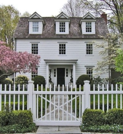 How to Coolest & Looks Bright, with Fences White-colored House 03