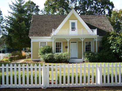 How to Coolest & Looks Bright, with Fences White-colored House 09