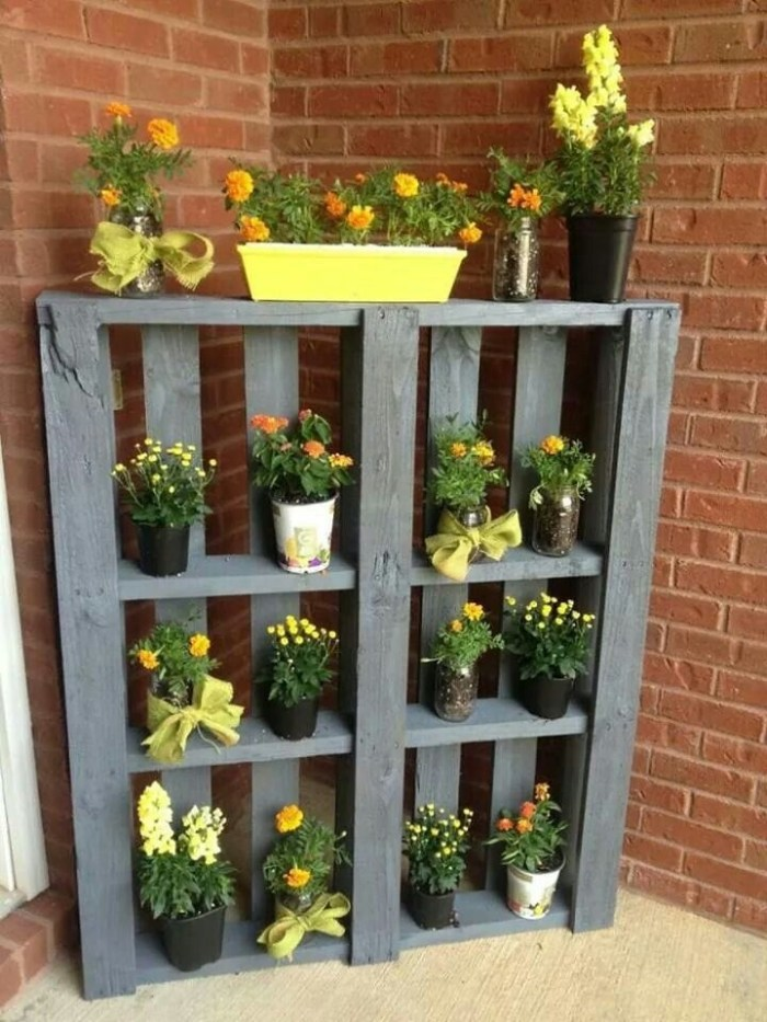 Inexpensive DIY Planter with Pallet 06