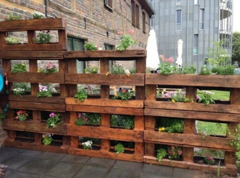Inexpensive DIY Planter with Pallet 09