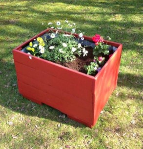 Inexpensive DIY Planter with Pallet 19