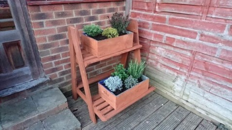 Inexpensive DIY Planter with Pallet 40