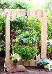 Inexpensive DIY Planter with Pallet 54