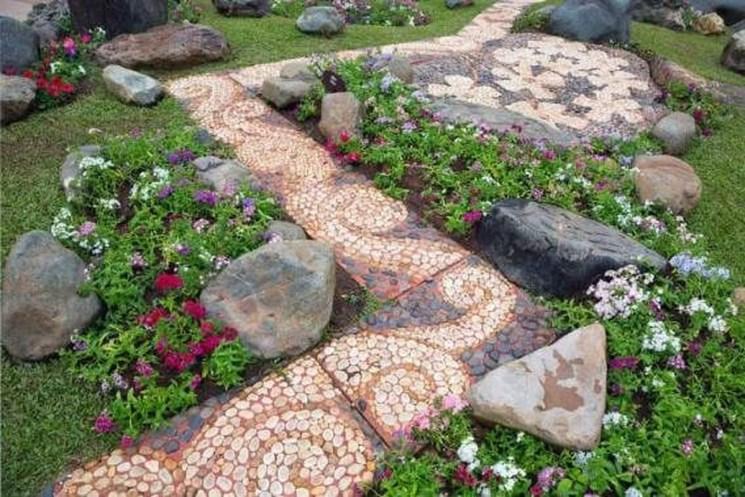 Stunning Garden Path and Walkways Design to Beautify Your Garden 72