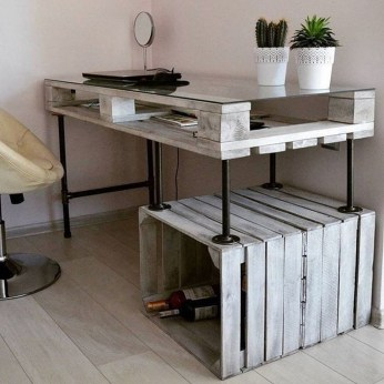 Amazing DIY Space-Saving Pallet Desk Ideas That You Must Try 09