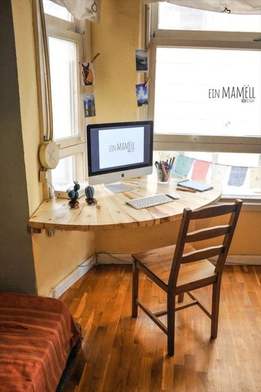 Amazing DIY Space-Saving Pallet Desk Ideas That You Must Try 25