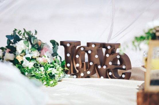 Beautiful Decorations for Your Wedding Decoration with Wooden Slices19