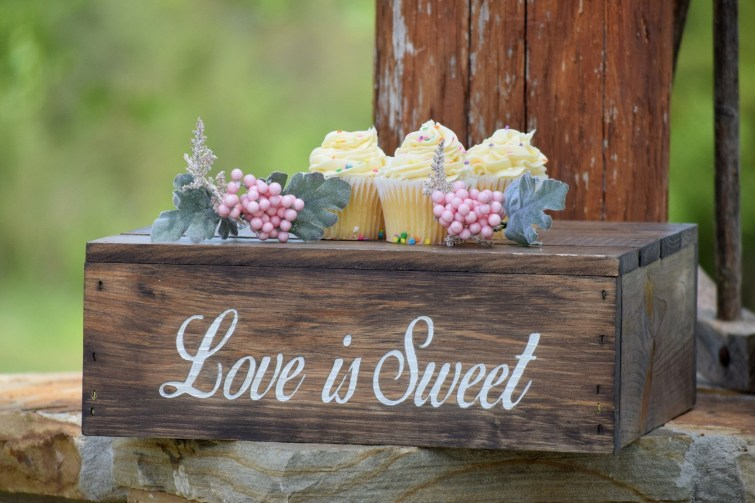 Beautiful Decorations for Your Wedding Decoration with Wooden Slices44
