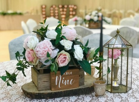 Beautiful Decorations for Your Wedding Decoration with Wooden Slices47