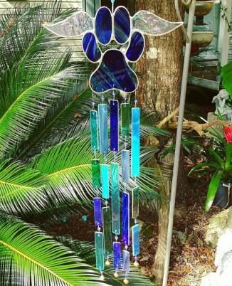 Charming Backyard Ideas Using an Empty Glass Bottle07