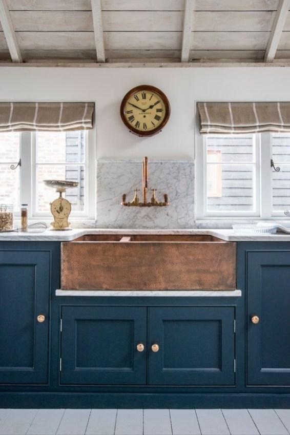 Cozy Kitchen Decorating with Farmhouse Sink Ideas 14
