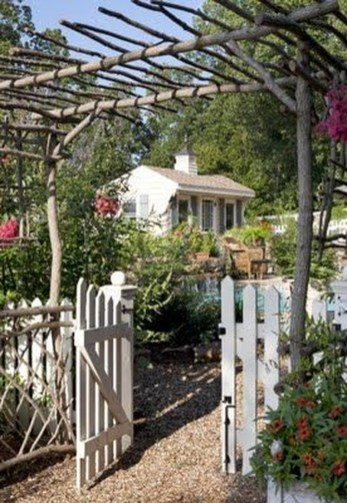 Fabulous DIY Projects To Make Small Backyard More Cozy 03