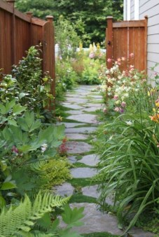 Most Amazing Side Yard Landscaping Ideas to Beautify Your Garden 38