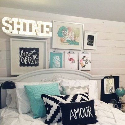 Simple And Memorable Photo Frame Decoration on Your Bedroom Wall 08