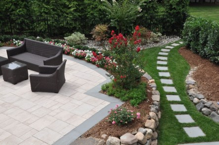 The Design of a Small, Simple Backyard You Must Have 05