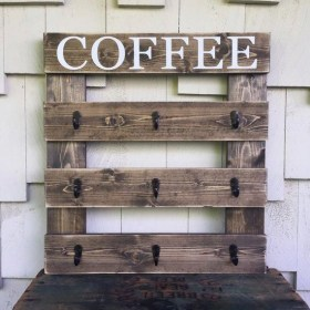 Cool Interior Design DIY Pallet to Beautify Wall Hangings of your Home 12