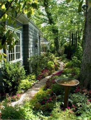 Mesmerizing Side Yard Landscaping Design Ideas to Perfect Your Garden Design 27