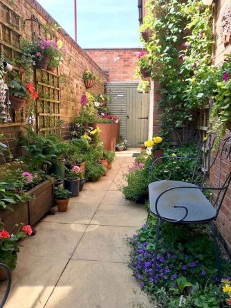 Mesmerizing Side Yard Landscaping Design Ideas to Perfect Your Garden Design 32