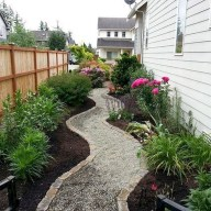 Mesmerizing Side Yard Landscaping Design Ideas to Perfect Your Garden Design 40