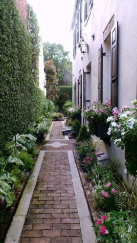 Mesmerizing Side Yard Landscaping Design Ideas to Perfect Your Garden Design 58