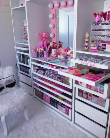 Most Comfortable Makeup Room with Mirror Decoration for Women 10