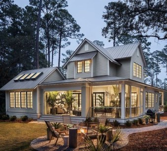 Variety of Colors Charming Exterior Design for Country Houses to Look Beautiful 17