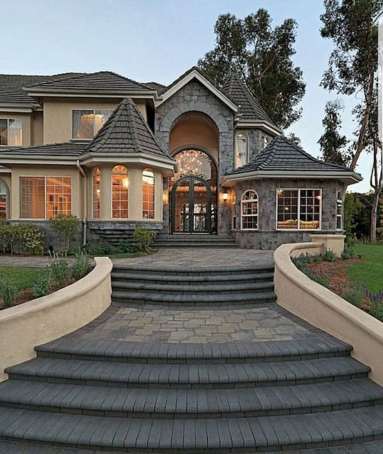 Variety of Colors Charming Exterior Design for Country Houses to Look Beautiful 33