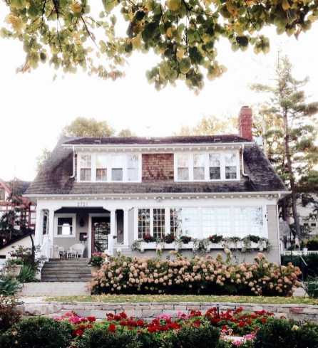 Variety of Colors Charming Exterior Design for Country Houses to Look Beautiful 51
