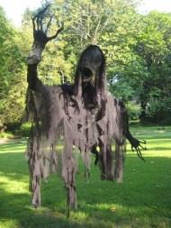 Best DIY Halloween Decorations To Perfect Your Outdoor Design 13