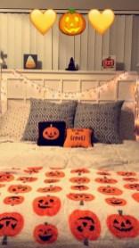 Cozy Halloween Bedroom Decorating Ideas 03