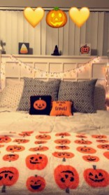 Cozy Halloween Bedroom Decorating Ideas 03