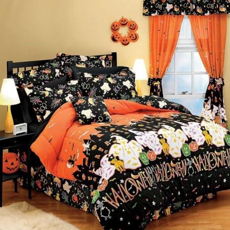 Cozy Halloween Bedroom Decorating Ideas 07