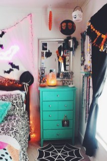 Cozy Halloween Bedroom Decorating Ideas 15