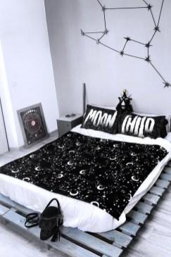 Cozy Halloween Bedroom Decorating Ideas 18