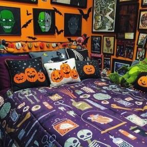 Cozy Halloween Bedroom Decorating Ideas 22