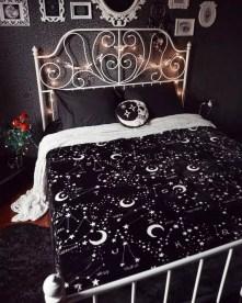 Cozy Halloween Bedroom Decorating Ideas 33